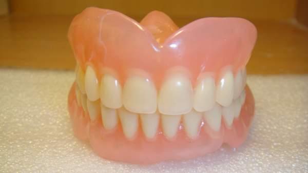 Чистка зубных протезов перекисью водорода