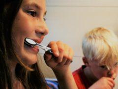 Пошаговая инструкция в картинках о том, как чистить зубы и делать это правильно