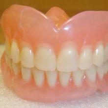 Чем чистить зубные протезы в домашних условиях